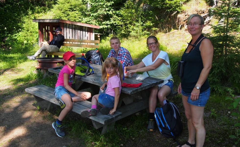 Sundsbergsleden, barnfamilj vid fågeldammen