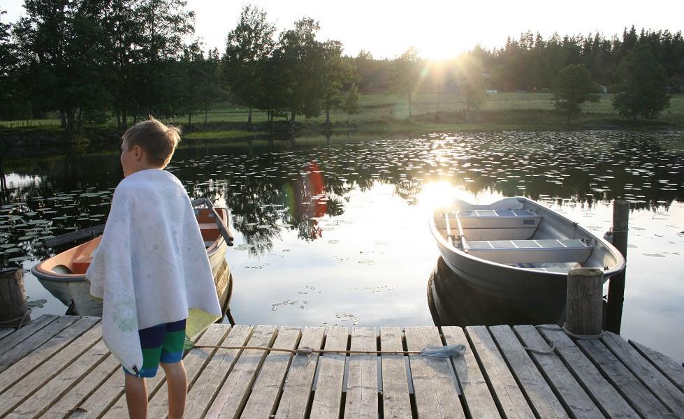 Sundviks gård, brygga med båt